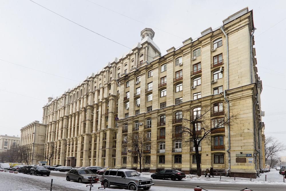 Здание РГГУ на Миусской площади в Москве