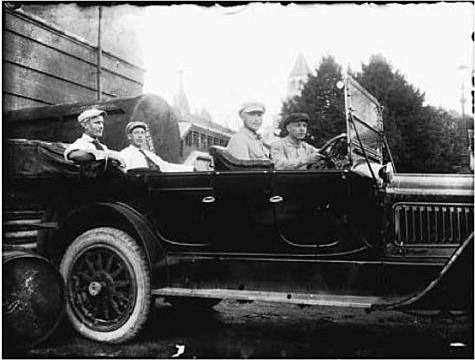 Клуцис, Иогансон, Вейдеман и Андерсон в машине Ленина, Москва, 1918
