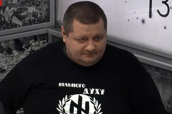 Один из авторов закона Игорь Мосийчук в футболке с «вольфсангелем», символом войск СС.