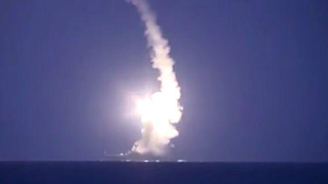 Запуск крылатых ракет с военных кораблей РФ в Каспии.