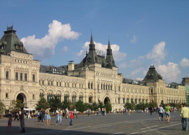 Торговые ряды на Красной площади в Москве (ГУМ).