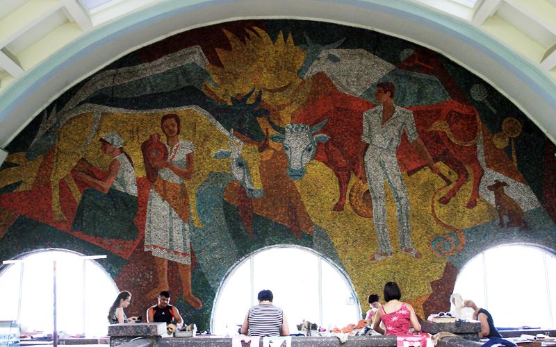 Мозаики крытого рынка в Донецке; автор: Владимир Терновых