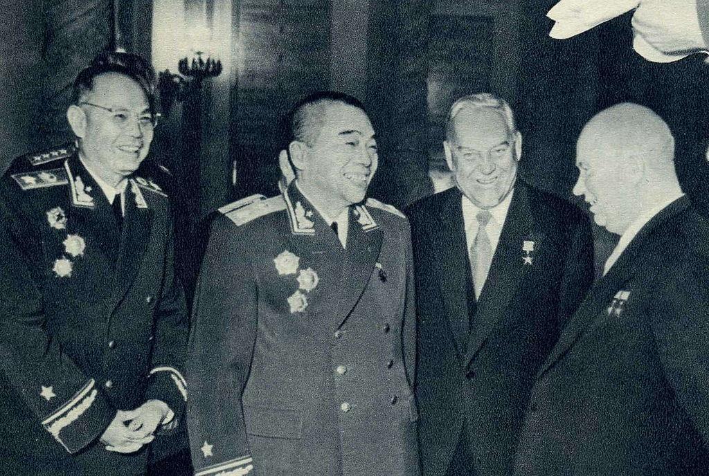 Пэн Дэхуай встречается с Хрущевым и Булганиным